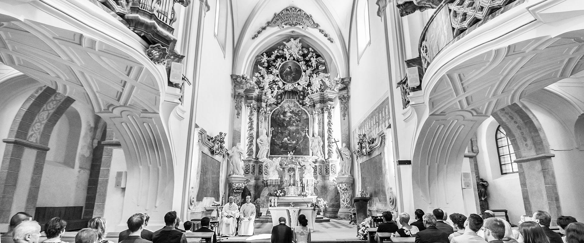 svatební fotografování / svatební fotograf Vojtěch Pavelčík / Bazilika Nanebevzetí Panny Marie a svatého Mikuláše ve Žďáře nad Sázavou