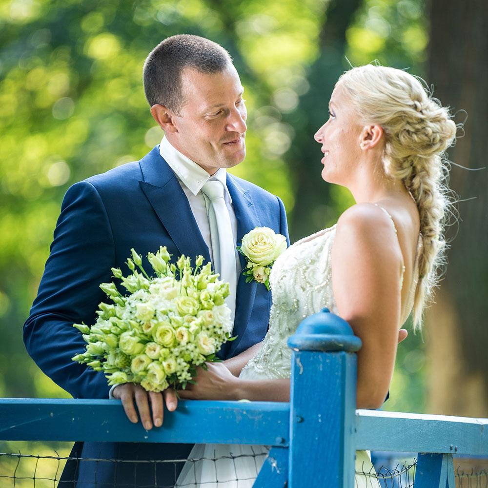 svatební fotografování / fotograf Vojtěch Pavelčík / zahrada zámku Veltrusy